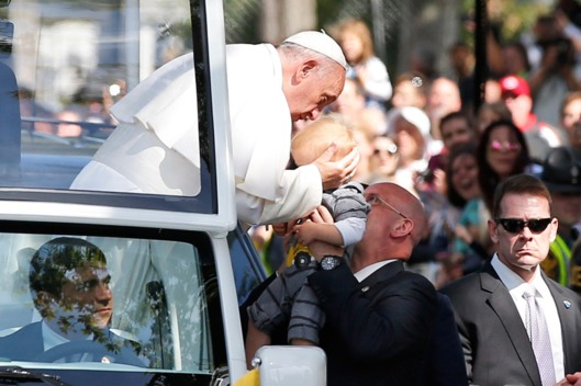 23-pope-francis-baby-kiss-dc.w529.h352